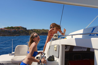 Argelès-sur-Mer et Collioure dans le sillage cap sur Saint Cyprien pour une sortie en mer promenade en bateau autrement avec lodos catamaran