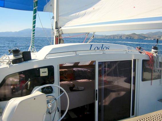 Banyuls-sur-Mer à tribord et spinnaker au portant