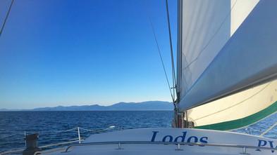 Un regard unique depuis le bateau,  Lodos Catamaran, sur Leucate, Barcarès, Canet-en-Roussillon, Argelès, Port-Vendres, Cerbère.