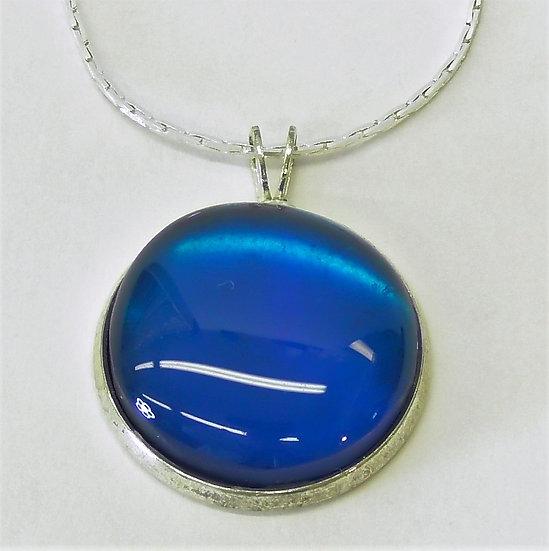 """Hänge silverfärgat och ljusare blå """"sten"""""""