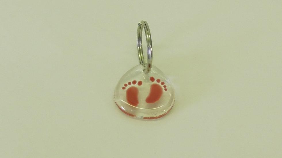 Nyckelring med babyfötter röda