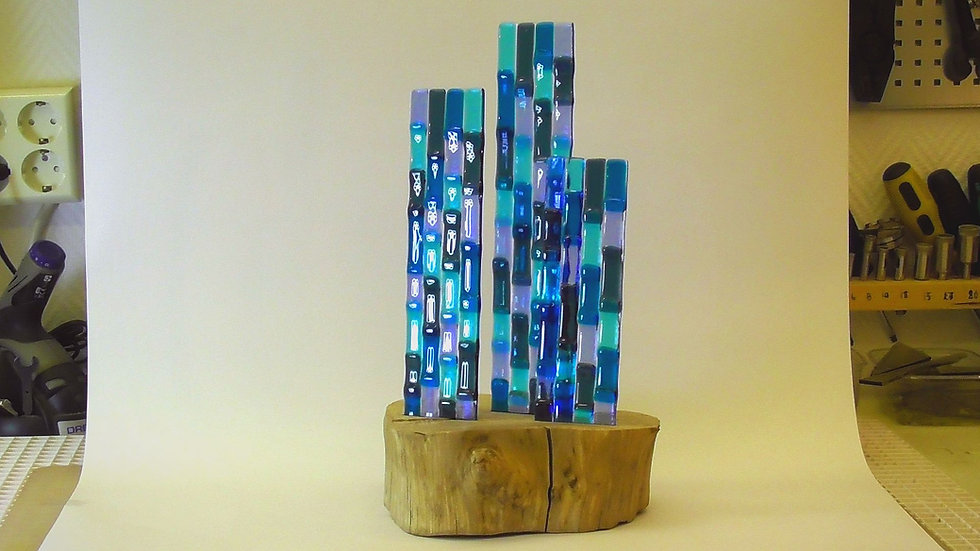 Glasskulptur - Höghus ur skogen
