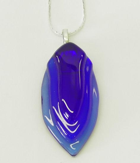 Hänge i blått med silverhållare