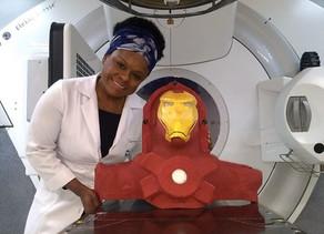 Máscaras de personagens melhoram experiência de crianças com câncer durante radioterapia