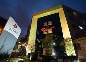Hospital São Camilo adere à campanha Setembro Amarelo iluminando suas fachadas