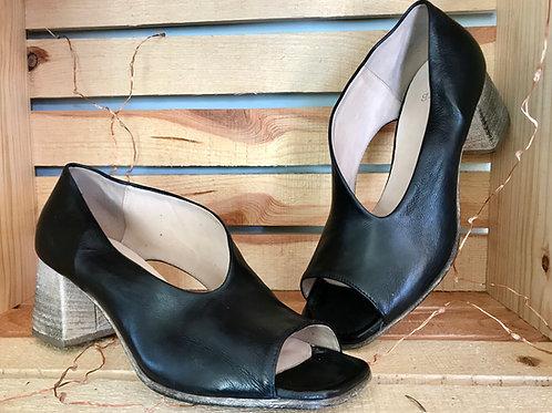 Gidigio Black Leather Heel