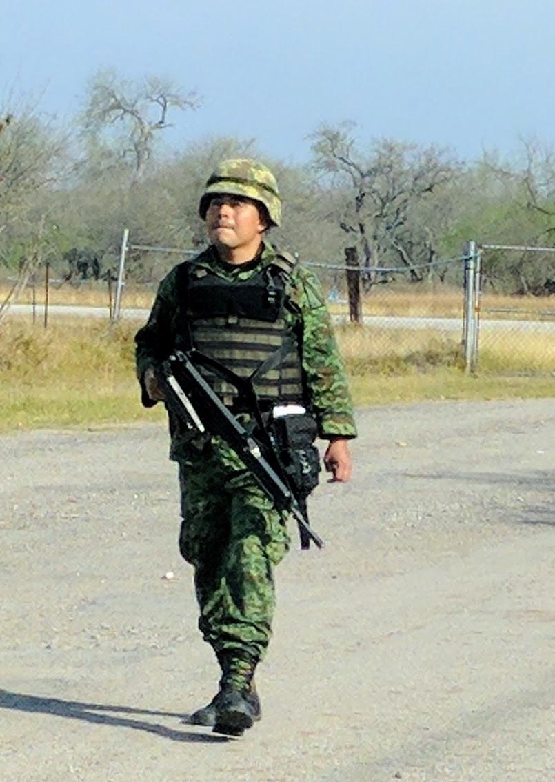 Tamasopo, San Luis Potosi Aeropista armed guard