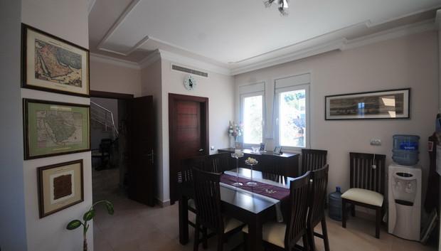 12. dining room_resize.JPG