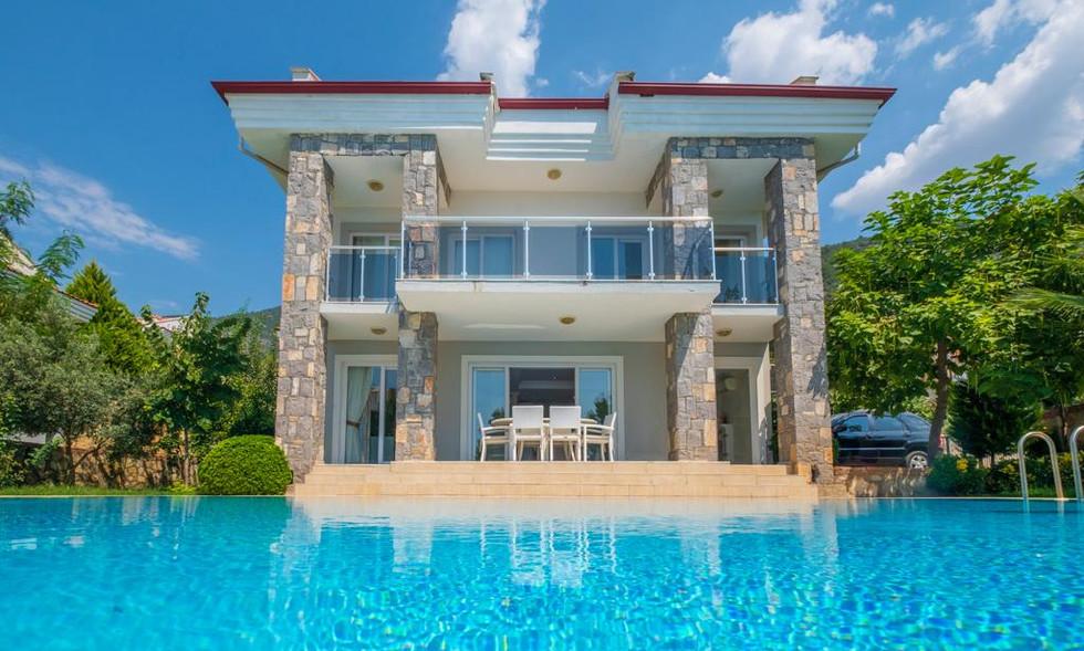 4 Bedroom Detached Villa