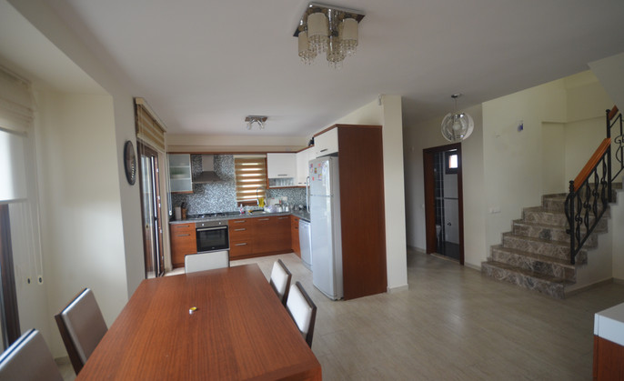 6. DINING AREA TO KITCHEN.JPG