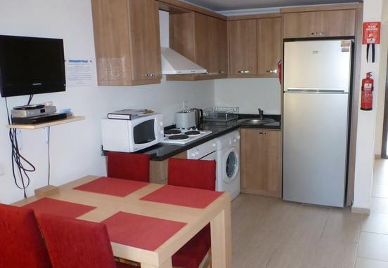 3. kitchen_resize.jpg