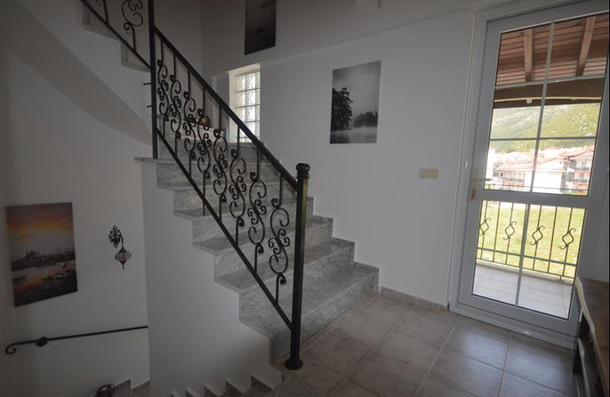 Hall to back balcony