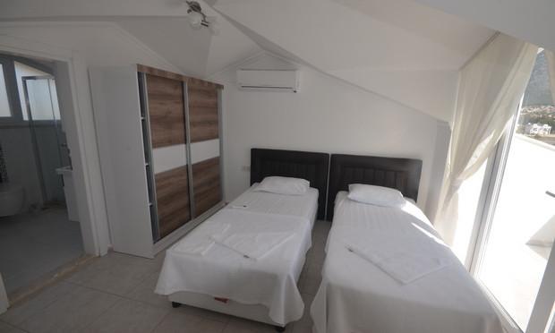12.. bedroom three_resize.JPG