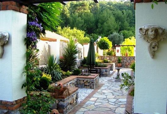 7. beautiful gardens_resize.jpg
