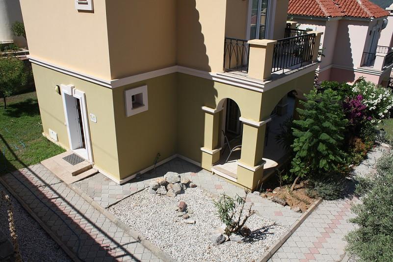 Corner Plot/Rear Entrance