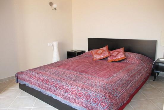 12. example double bedroom_resize.JPG