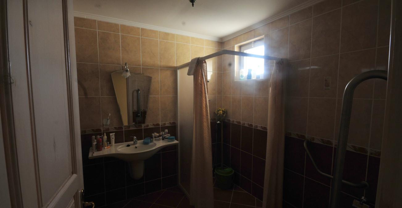 11. bathroom a.jpg