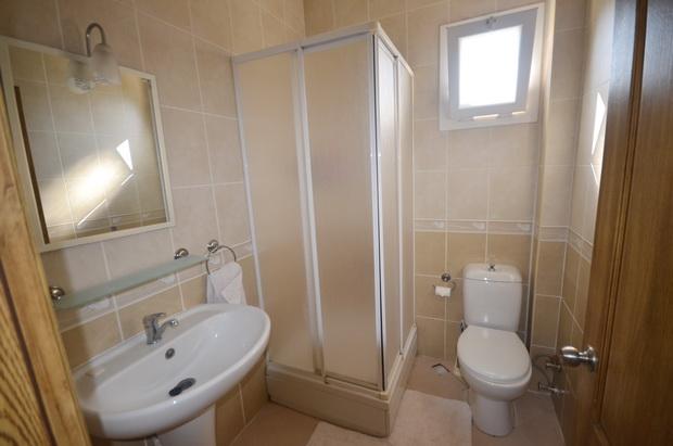 10. bathroom one_resize