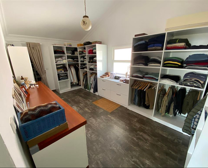 Dressing Room in Master