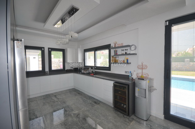 8. Modern Kitchen with Integrated Appliances