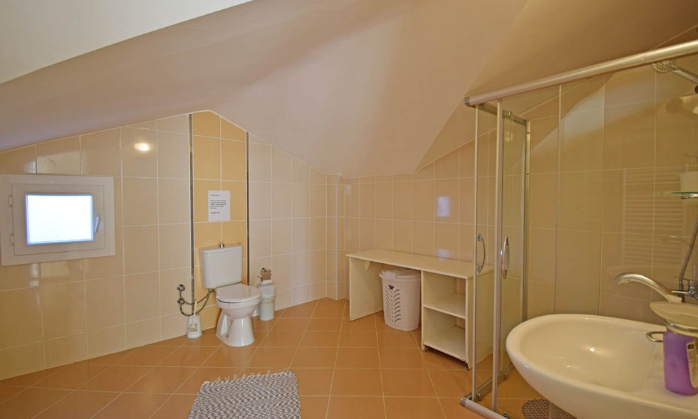 En-Suite to Bedroom Five