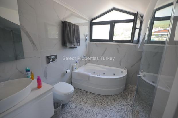 31. Family Bathroom - Second Floors