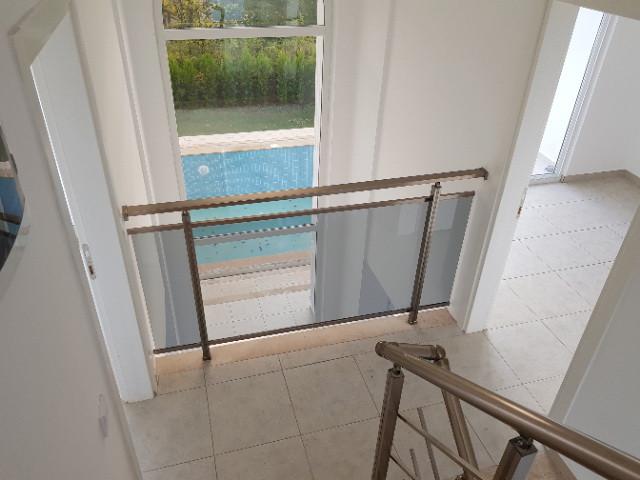 Gallery Landing/Atruim Window