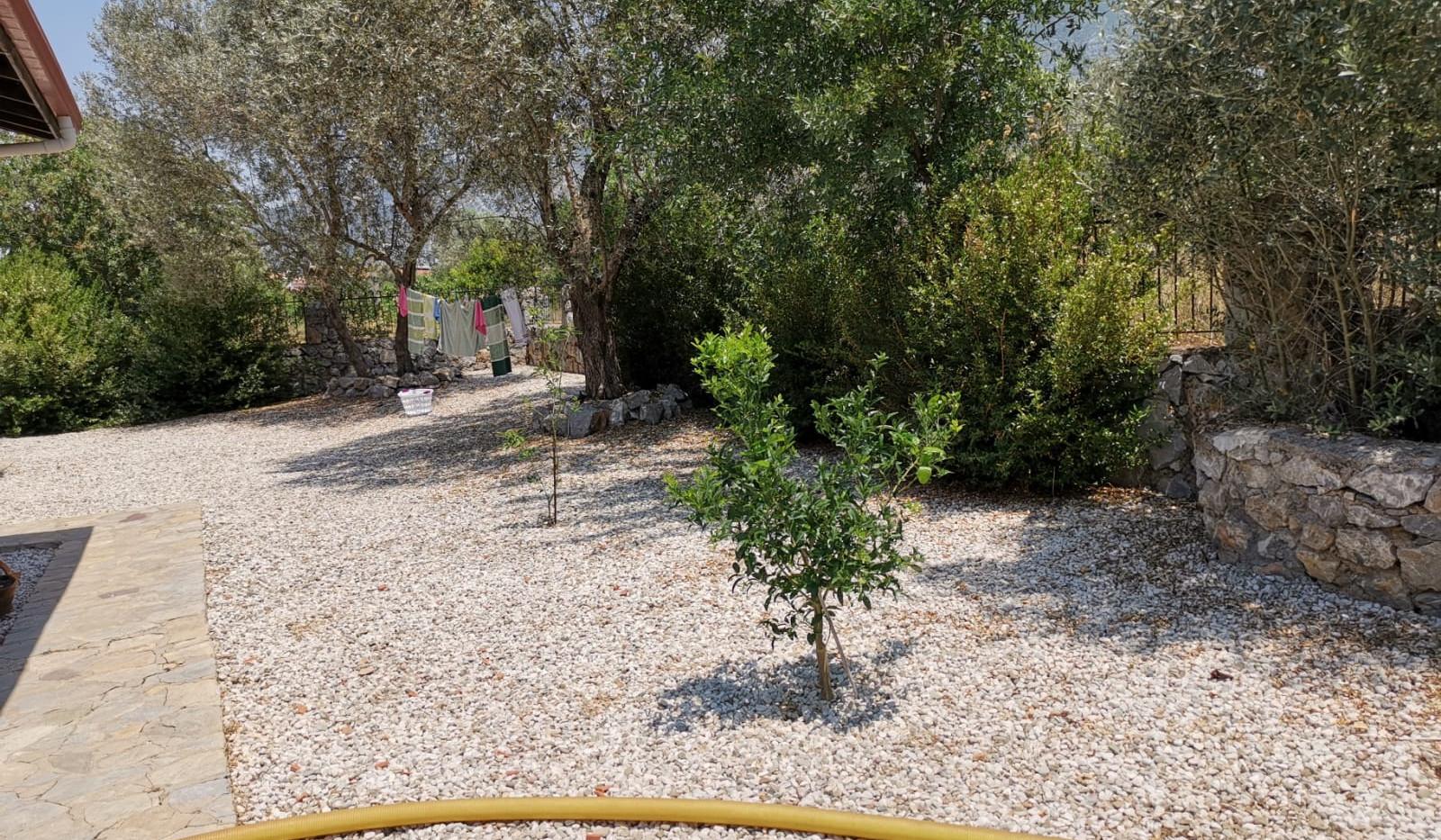 750m2 Plot, Walled Gardens
