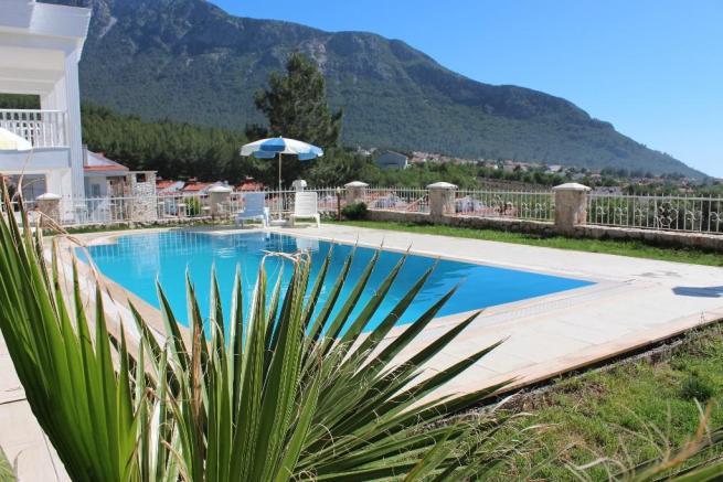 2. private pool.JPG