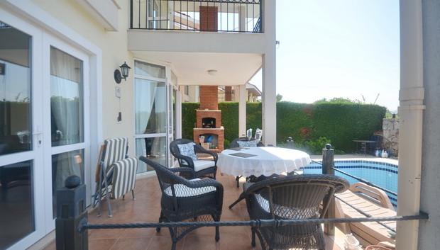 9. lounge balcony terrace with bbq_resiz