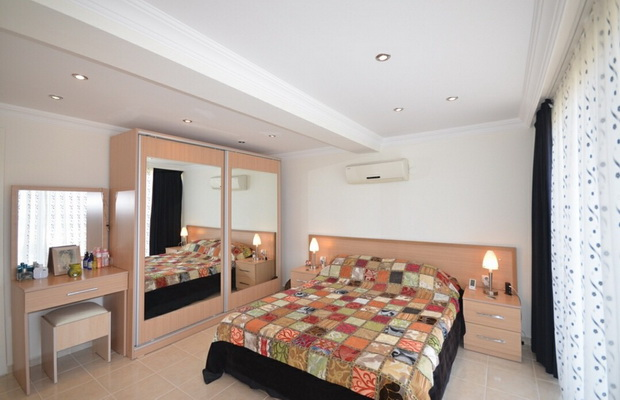 12. bedroom one living level_resize