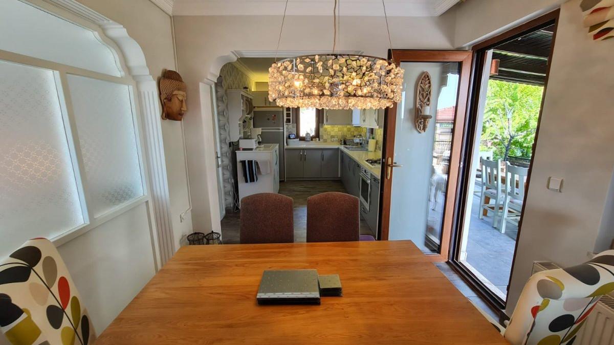 Dining kitchen.jpeg