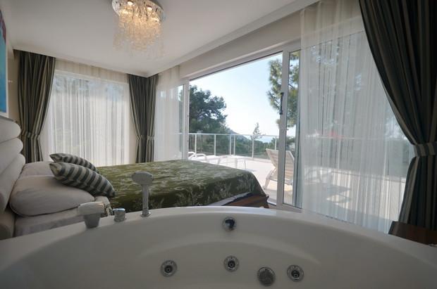 Master Bedroom Suite, with Jacuzzi Bath