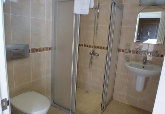 7. Bathroom_resize.jpg