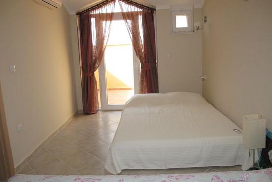 14. attic bedroom_resize.JPG