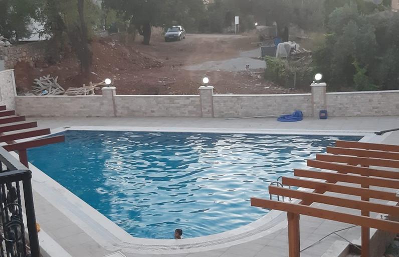 Balcony Looks to Pool