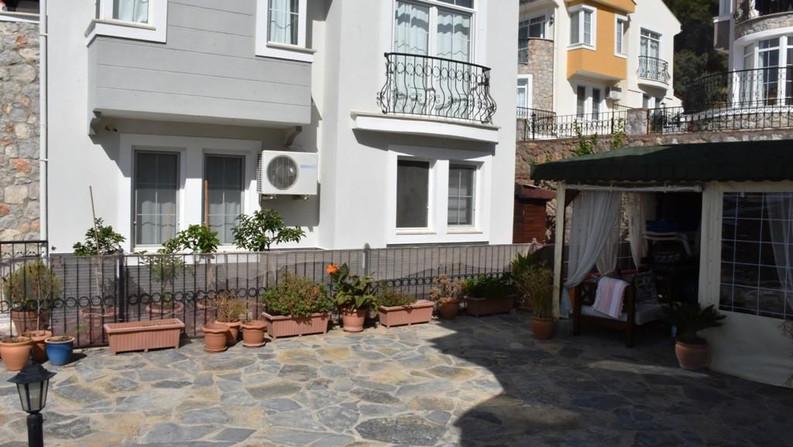 Side Terraces
