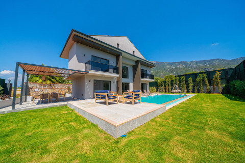 Stylish Detached Villa
