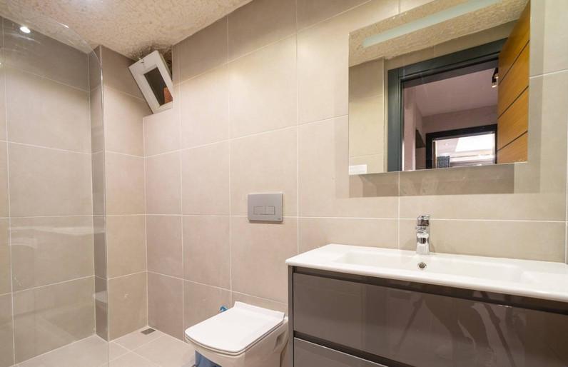 Modern En-Suites to All Bedrooms
