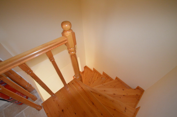 9A. WOODEN STAIRS_resize.JPG