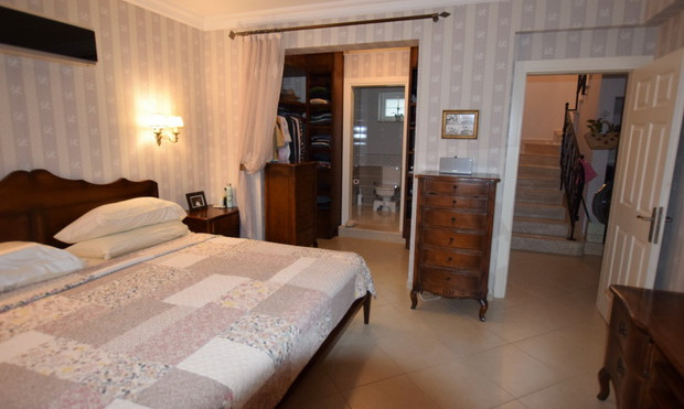 14. 4th bedroom with ensuite_resize.JPG