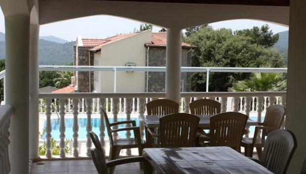 Shady Terrace for Alfresco Dining