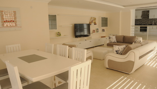 8. dining area and lounge_resize.JPG