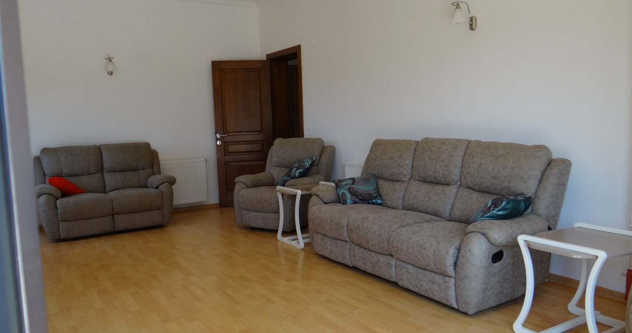 Lounge 2.jpeg