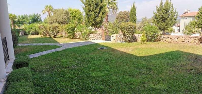 10a. front gardens.jpg
