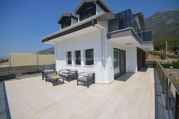 23. Extensive Upper Terrace