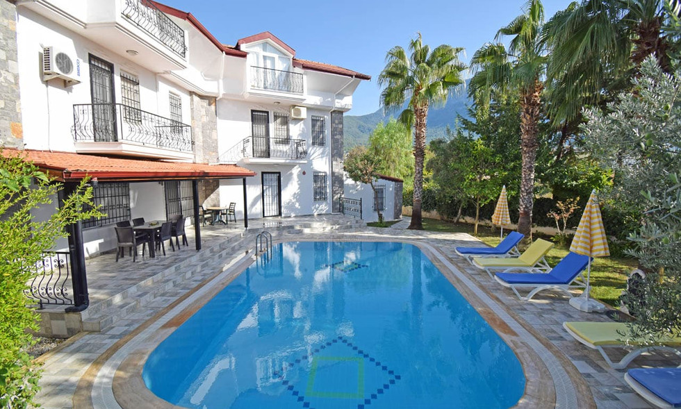 Large 5 Bedroom Villa