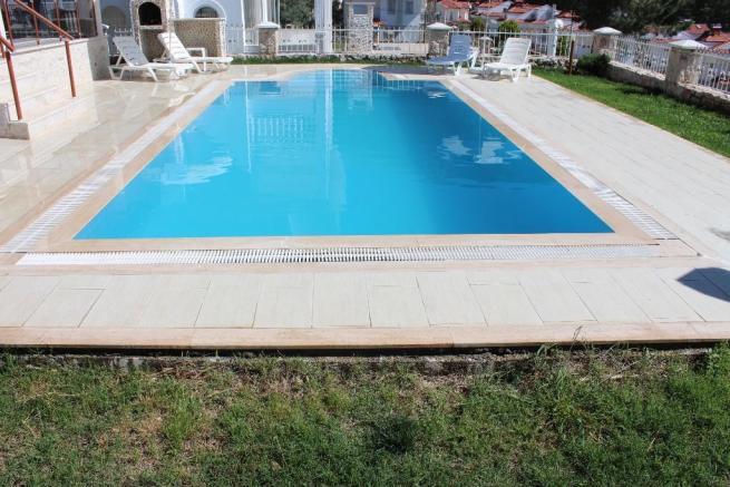 14. private pool.JPG