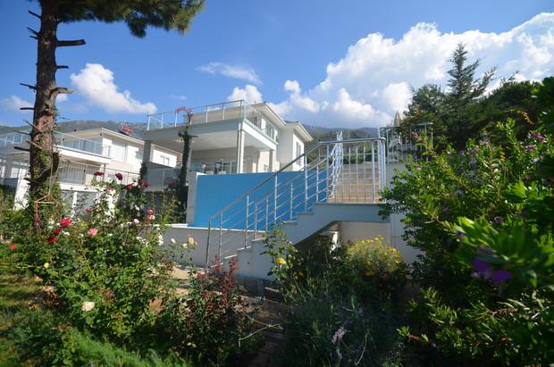 Villa is Built over 3 Storeys