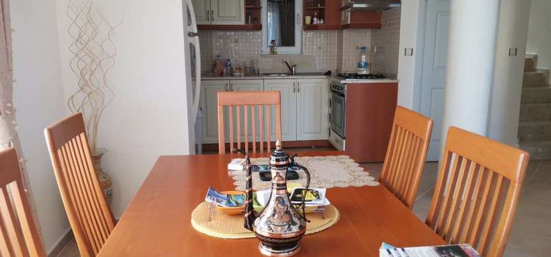 5. dining to kitchen.jpg